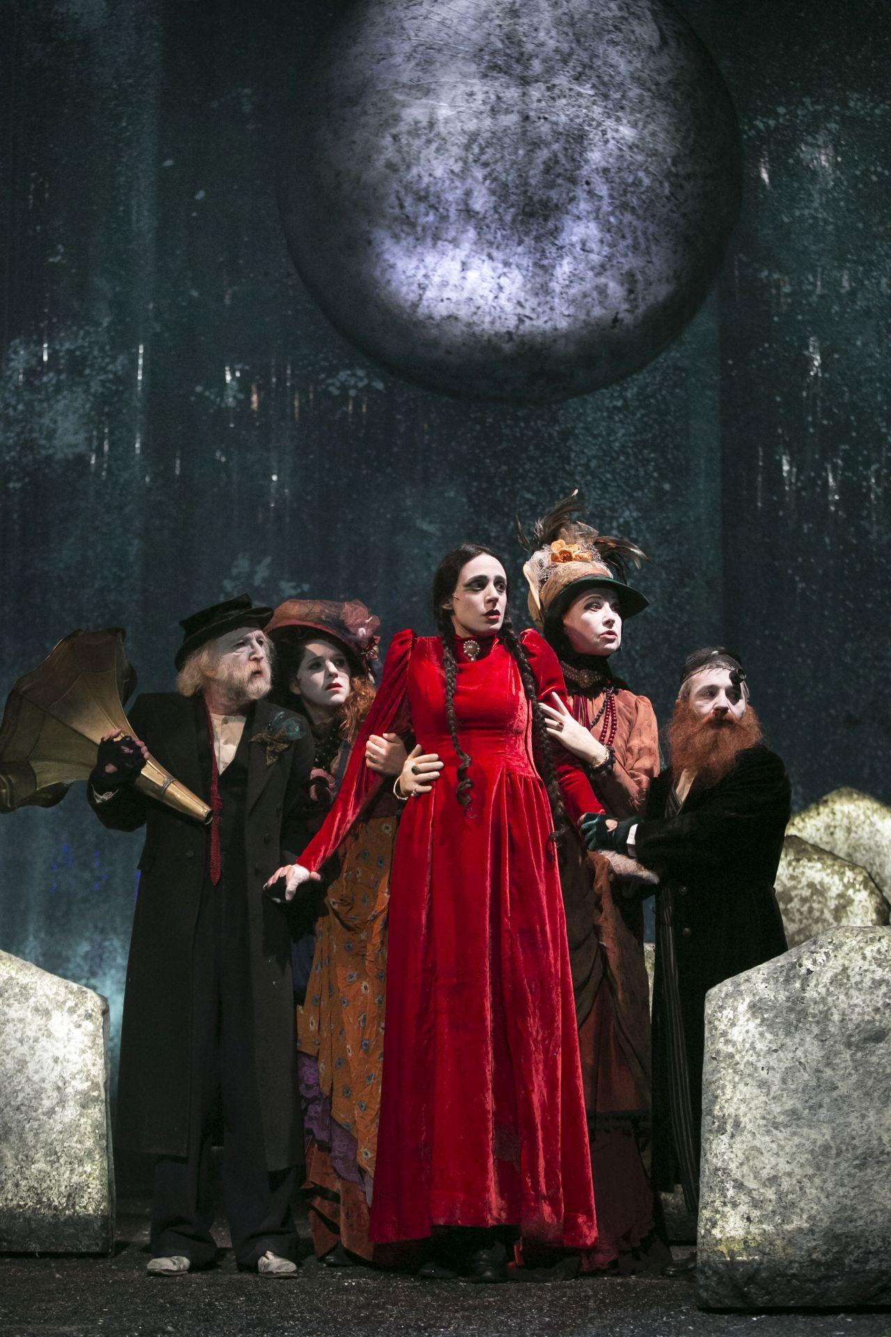 Сцена из спектакля «Диббук», фотограф Даниэль Каминский