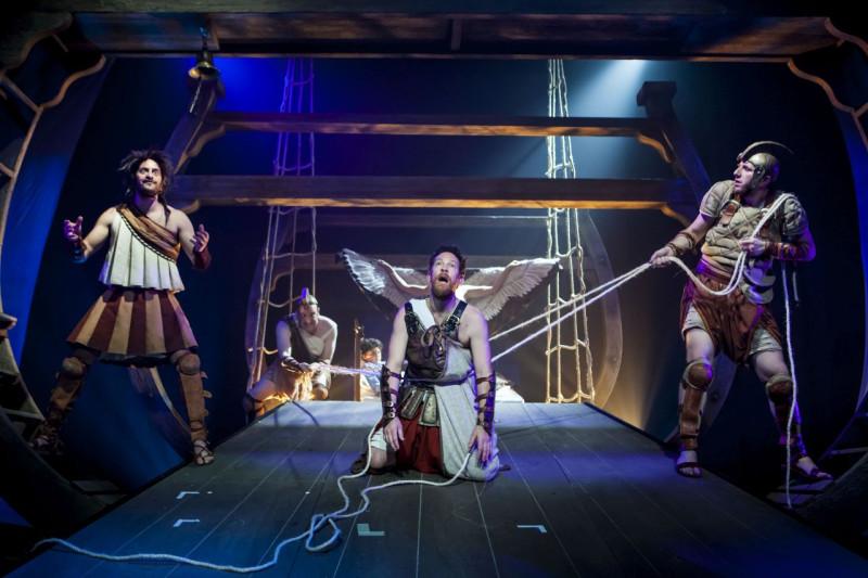 Сцена из спектакля «Странствия Одиссея», фотограф Кфир Болтин