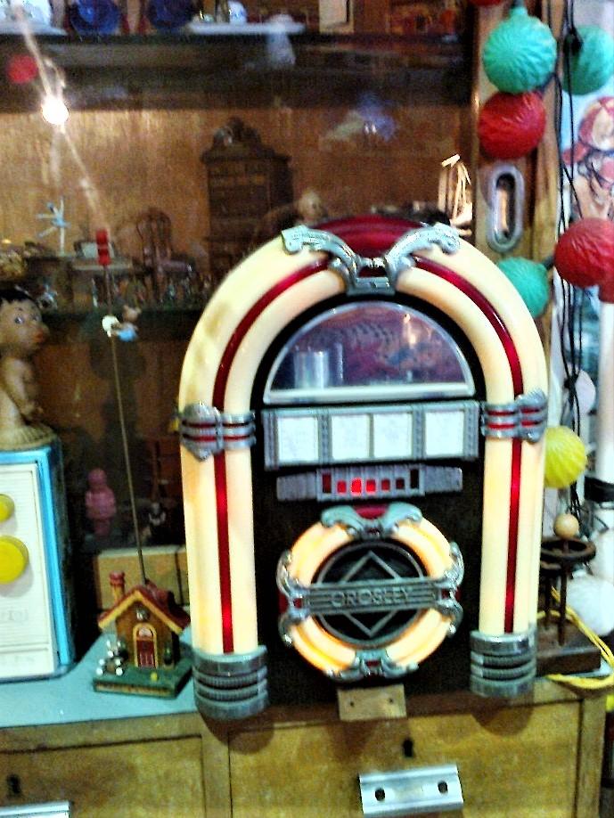 В музее старых игрушек