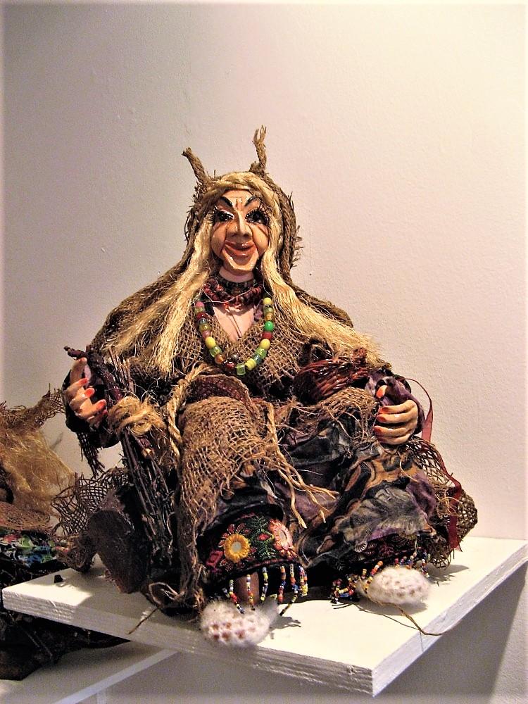 """Мудрая баба -яга. Выставка """"Люди и куклы"""""""