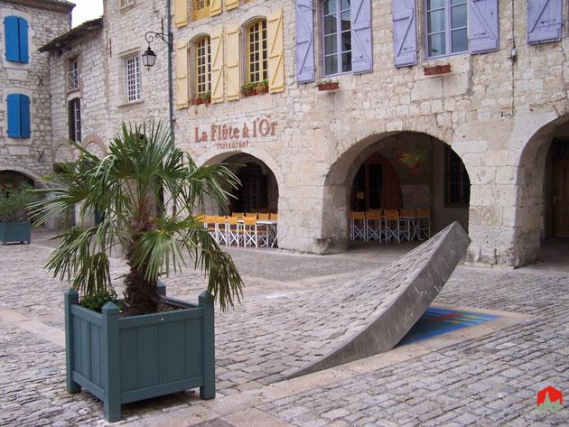 Lauzerte-coin-relevé-place-