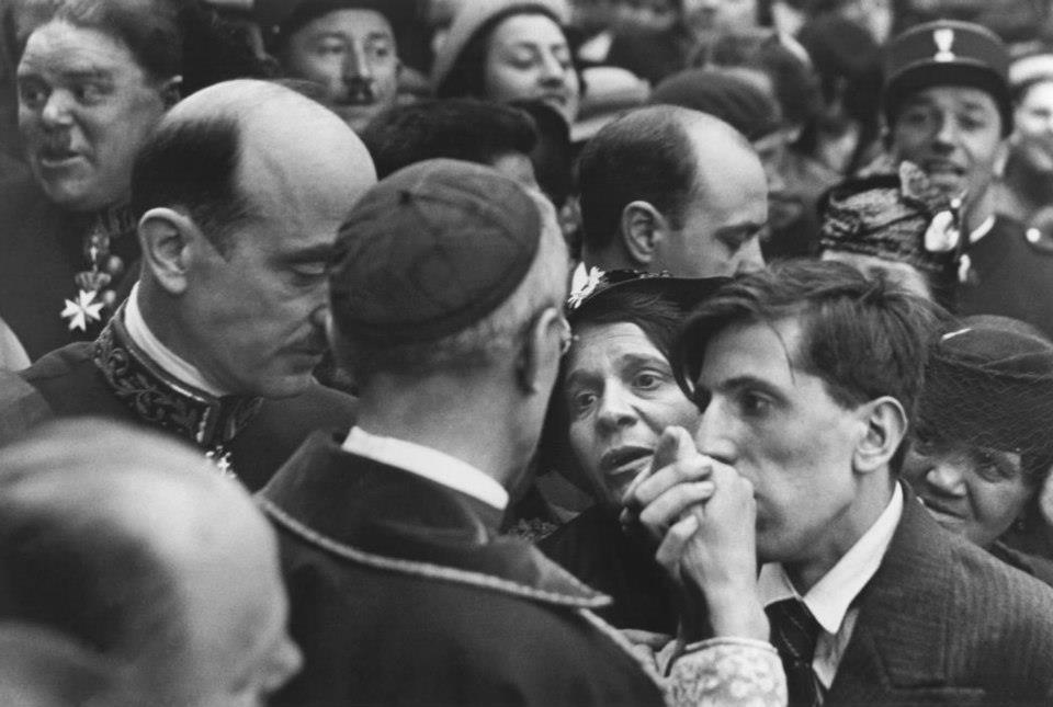 hcb 1938 Montmartre, visite du Cardinal Pacelli (qui sera élu Pape en mars 1939 sous le nom de Pie XII)
