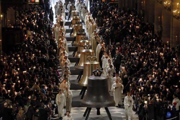 benediction-de-neuf-nouvelles-cloches-a-notre-dame-de-paris-_996266