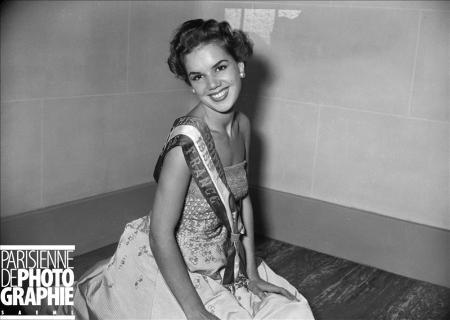 Ghislaine Tournieux élue Miss Coiffure. Paris, 8 septembre 1955