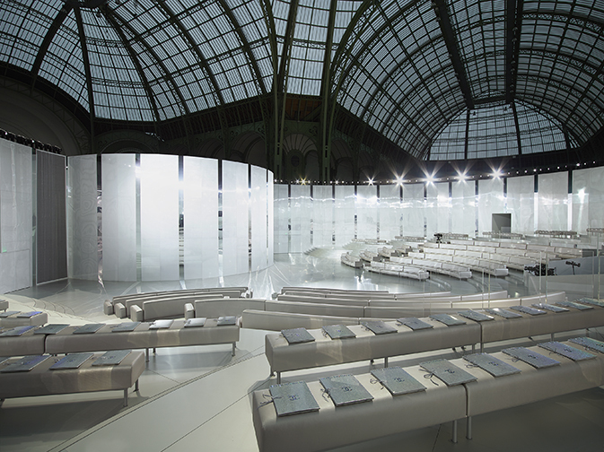 chanel-spring-smmer-2014-haute-couture-show-decor