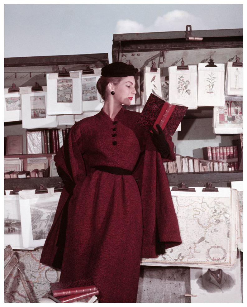 fionna-campbell-walter-at-the-bouquinistes-for-elle-winter-collection-paris-1953-photo-georges-dambier