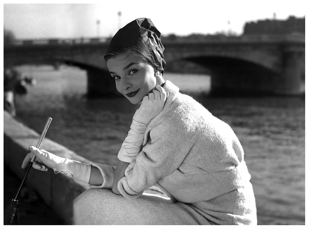 iris-bianchi-sitting-along-the-seine-photo-by-georges-dambier-elle-1957