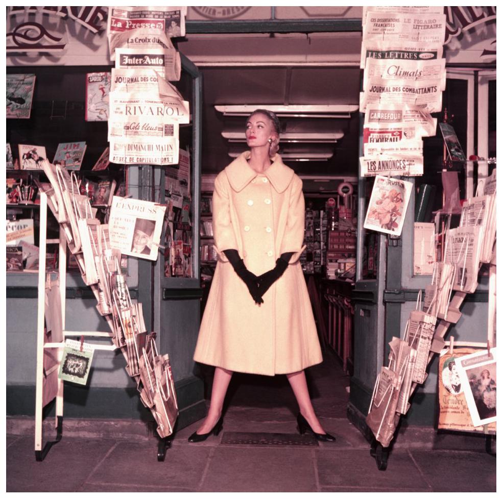 la-librairie-jacques-fath-paris-1954-photo-georges-dambier