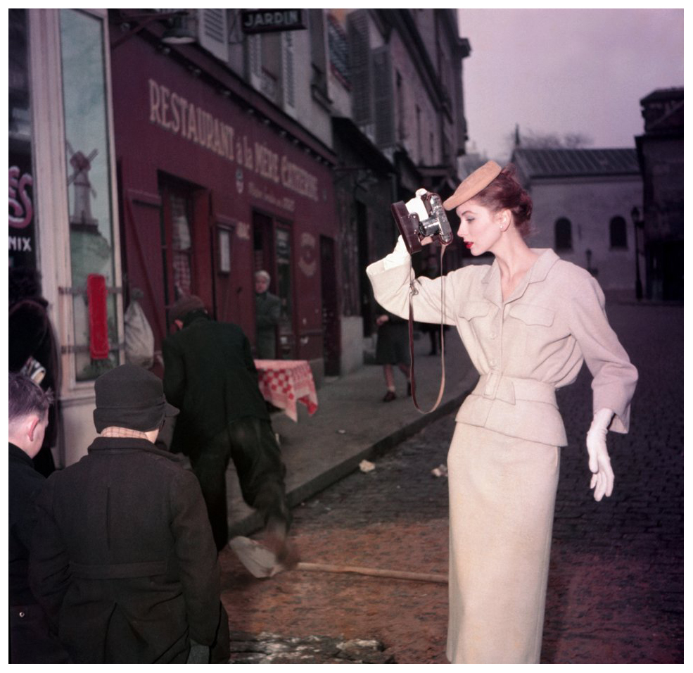suzy-parker-photographer-with-kids-for-elle-spring-collection-paris-montmartre-1953-photo-georges-dambier