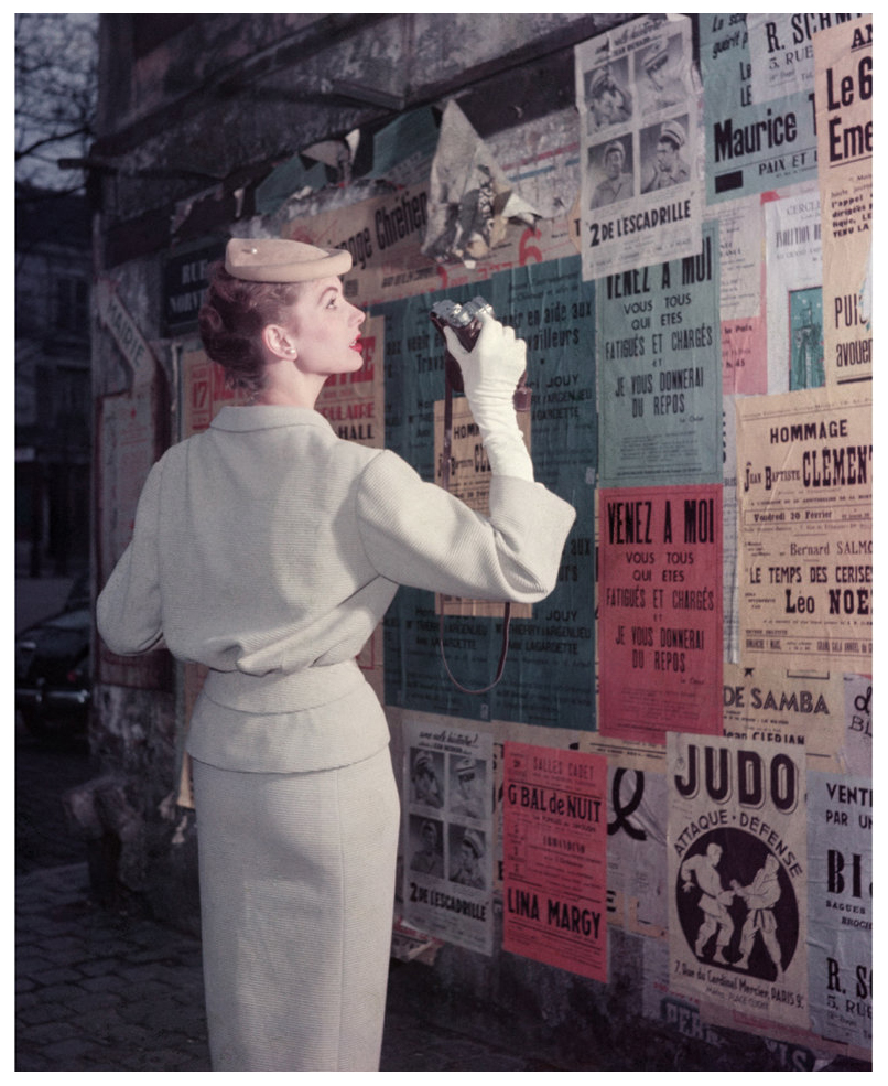 suzy-parker-photographer-with-posters-for-elle-spring-collection-paris-montmarte-1953-photo-georges-dambier