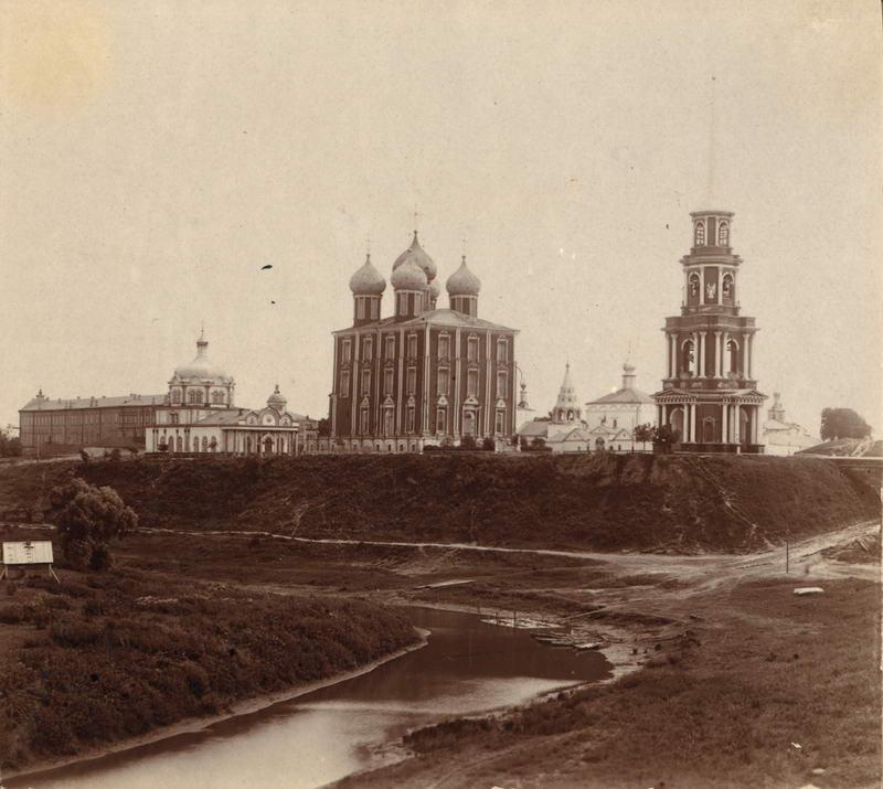 1912 В кремле Христорождественский собор, Успенский собор (с запада) и колокольня