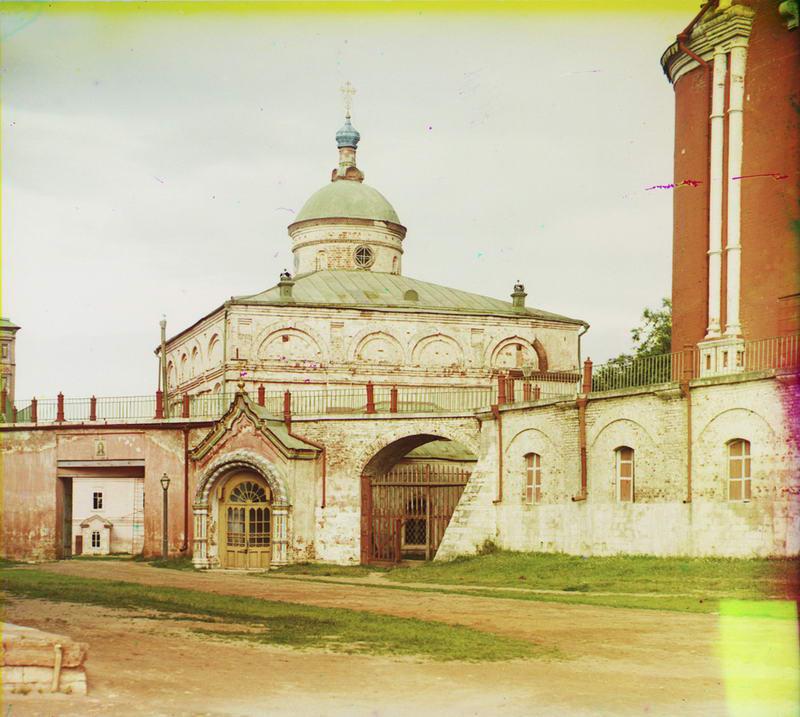 1912 Церковь во имя Архистратига Михаила, бывшая великокняжеская, рядом с Успенским собором
