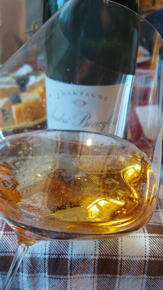 Пили шампанское