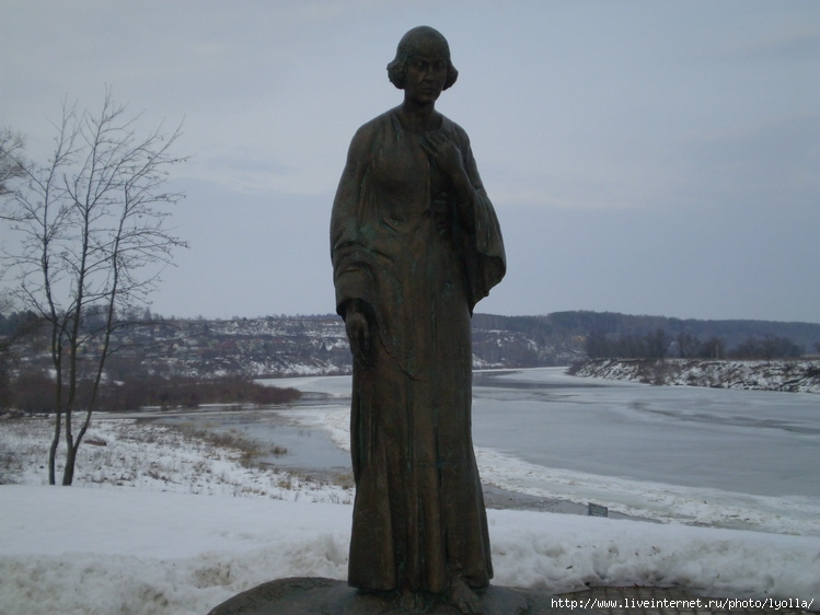 Таруса. Ока. Памятник М. Цветаевой