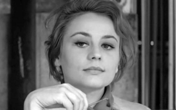 16_1-Annie Girardot