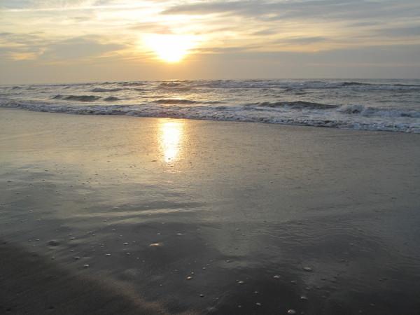 солнце встало над океаном