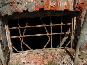 Рудаков Замок подвальное окно