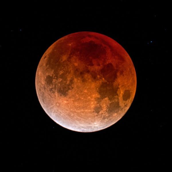 eclipse-lunar-1-31-2018-Eliot-Herman-Tucson-sq-e1517413083438