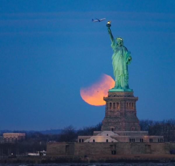 eclipse-lunar-1-31-2018-Chirag-Upreti-NYC-e1517412540196