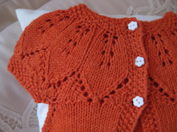 ab50ff938c62f5 ... top-down cardigan. I knit this newborn cardi for my  Someone please  have a girl  gift stash. It s a free pattern and you can find the details  on my ...