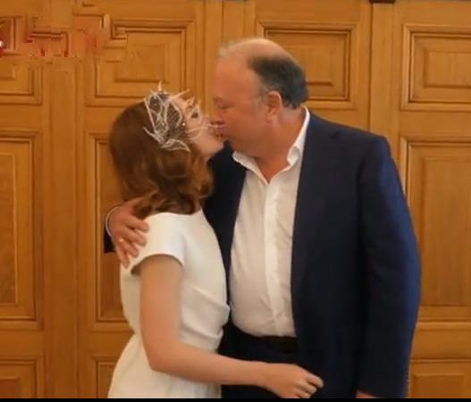 Богатый жених Андрей Караулов и его пятая молодая жена - Варвара Прошутинская.