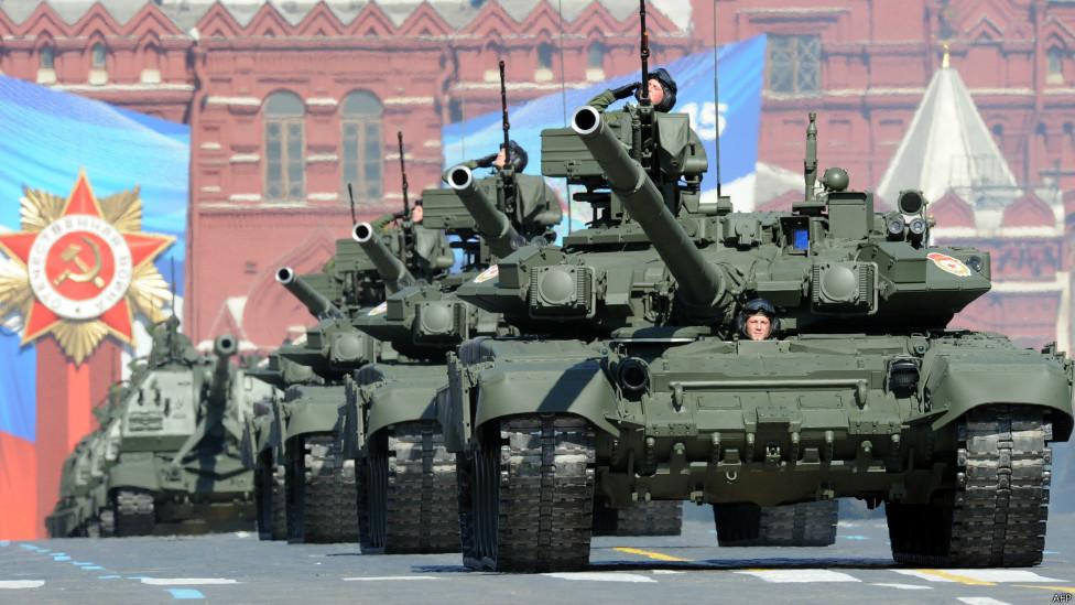 1368156402_130509094918_tanks_red_square_976x549_afp