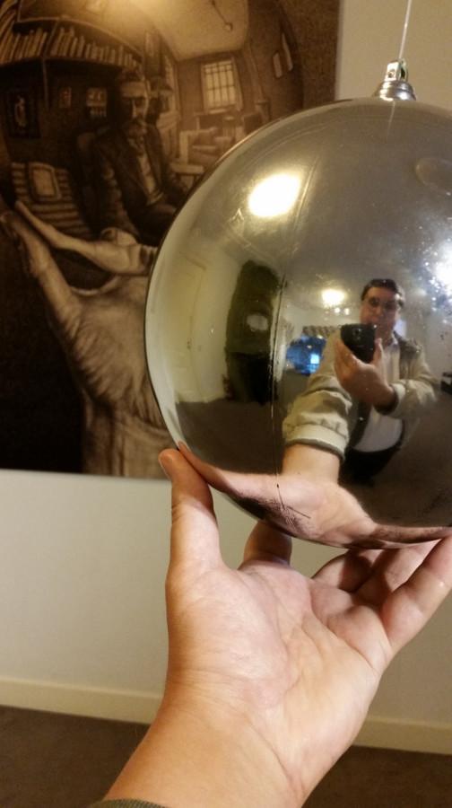 Автопортрет в сферическом зеркале