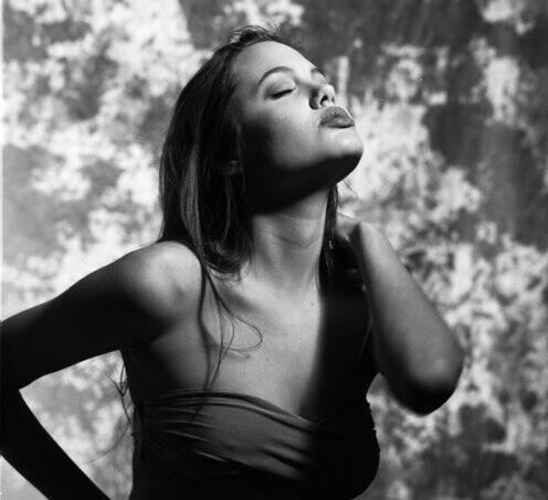 Неизданные фотографии 16-летней Анджелины Джоли