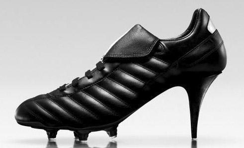 кроссовка на каблуке