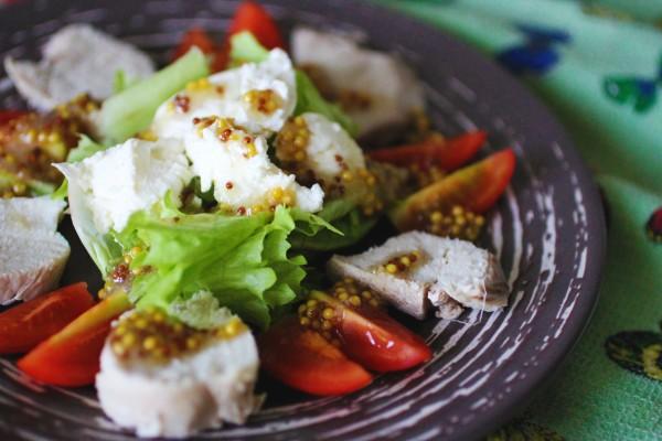 Французский салат с куриной грудкой