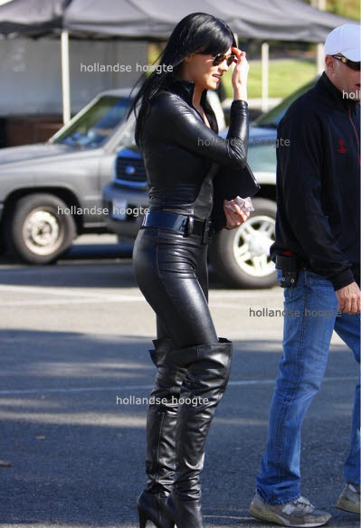 Yvonne Strahovski in FULL BODY BLACK LEATHER GET-UP