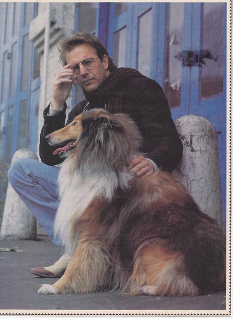Kevin_Costner_and_a_collie