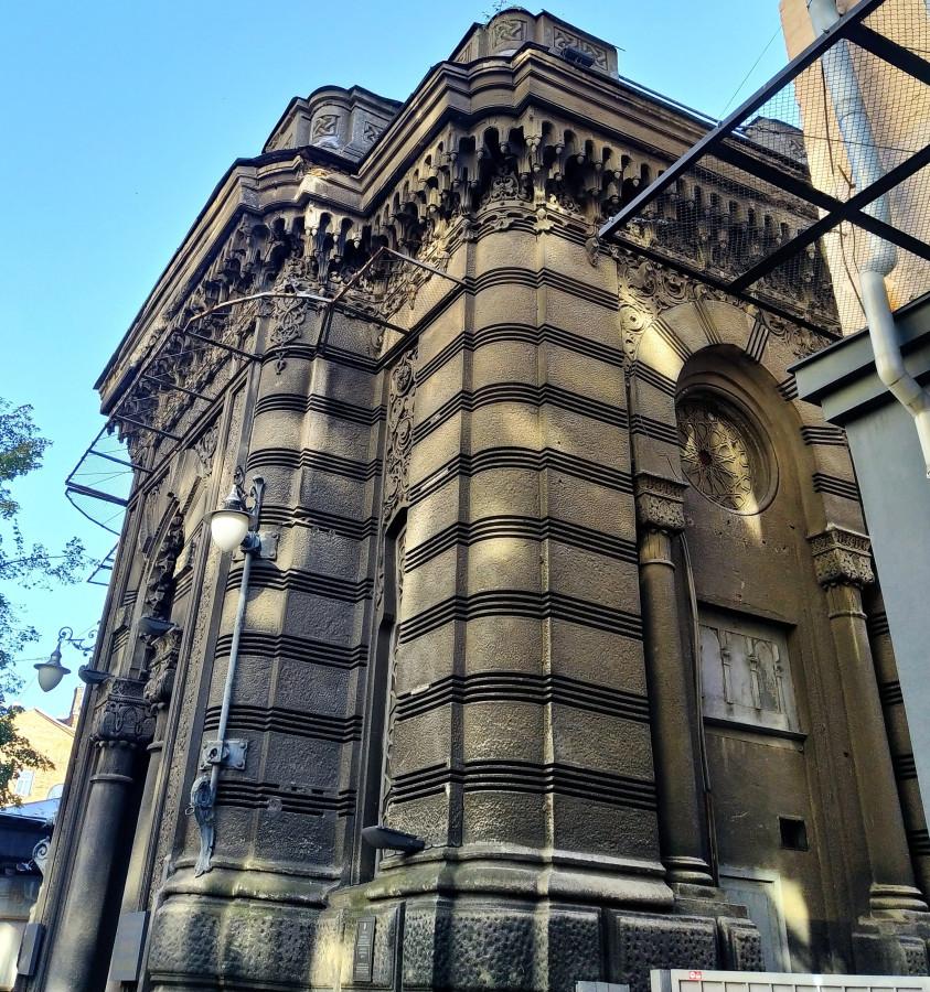В прошлом - иудейская церковь, сейчас - Дом актёра.