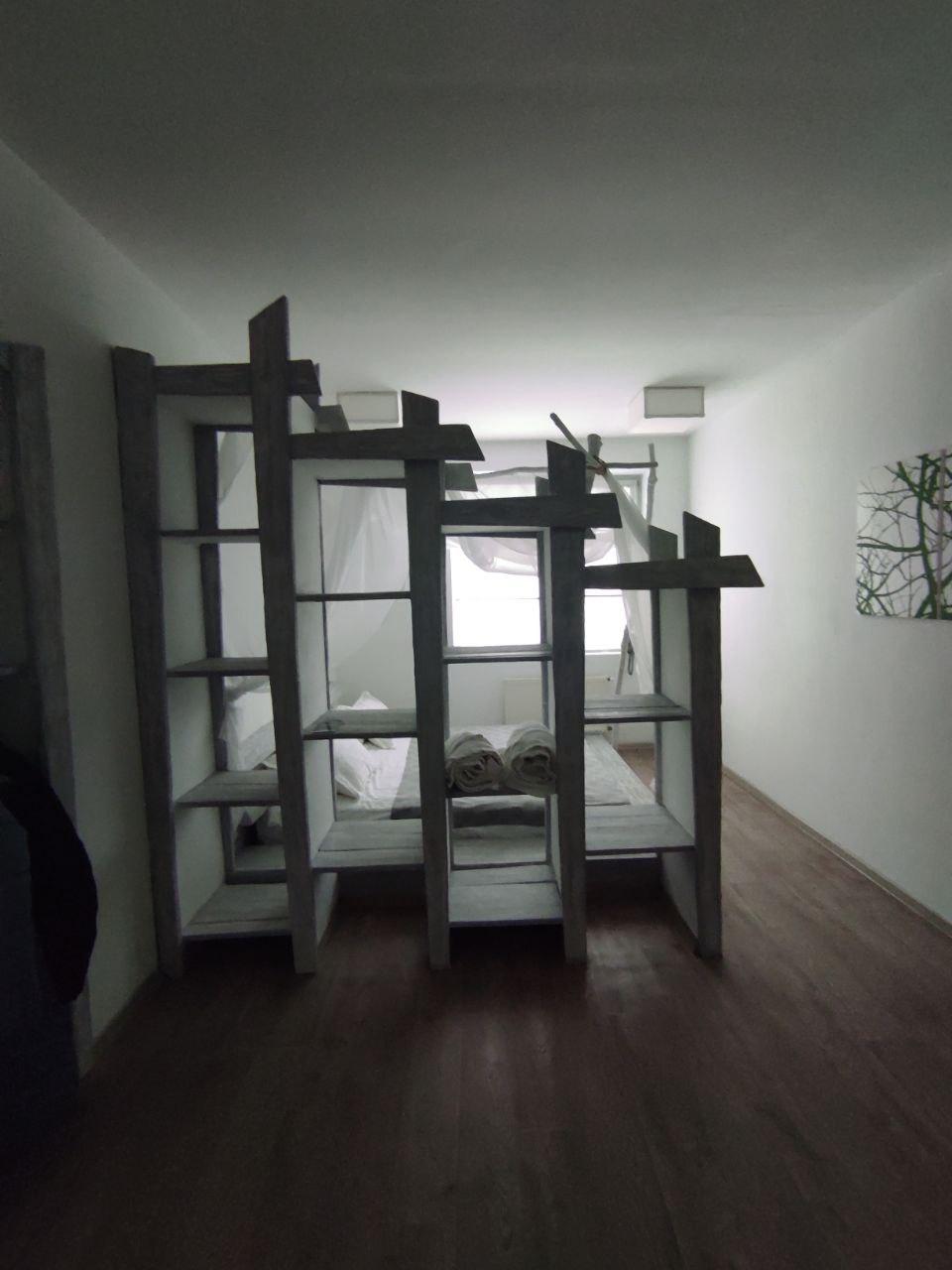 Вторая комната. Что темно — это не недостаток номера, а кривые руки фотографа. На самом деле там светлее.
