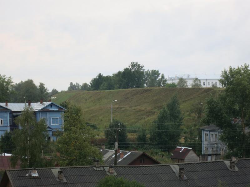 Вид на городские валы с колокольни.