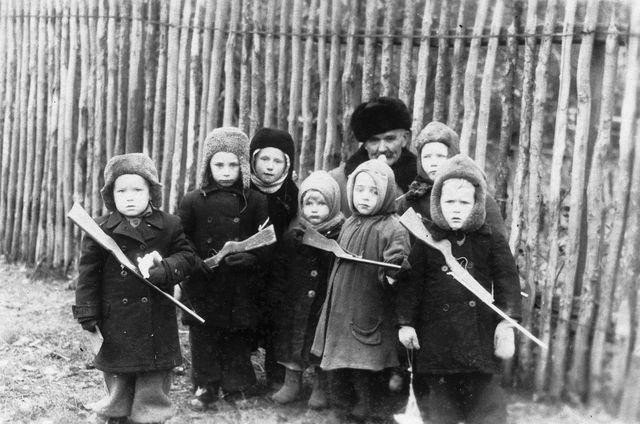 После войны, посёлок Мурашкино (кстати, вотчина Елизаветы Воронцовой) под Нижним.