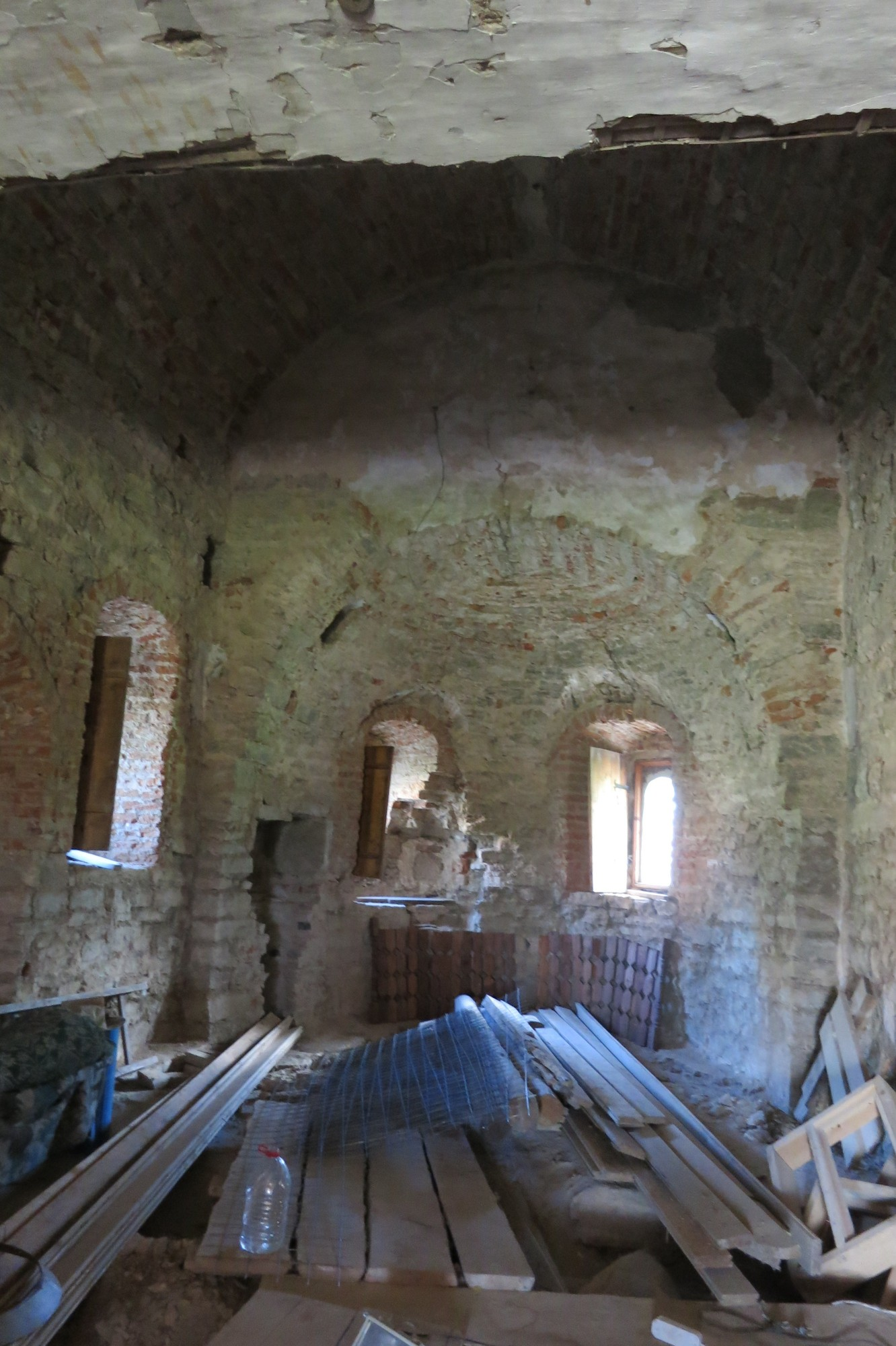 Внутри Васильевской церкви