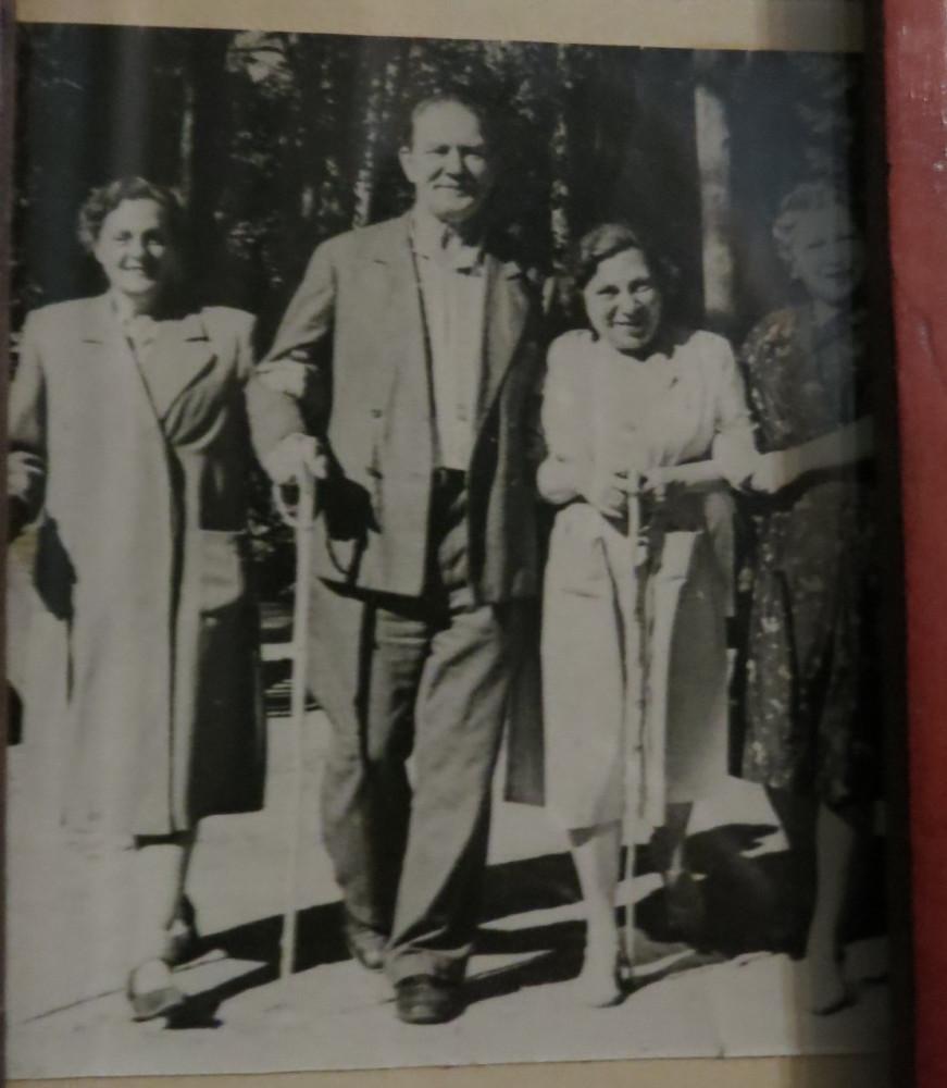 Сёстры Большаковы с мужем Лилии и их племянницей