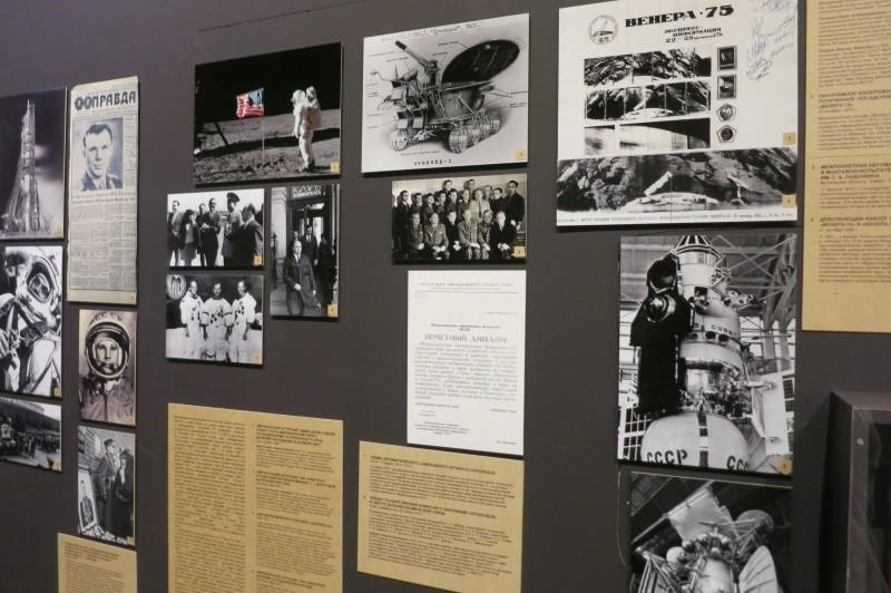 на первых фотографиях — временная выставка, посвящённая