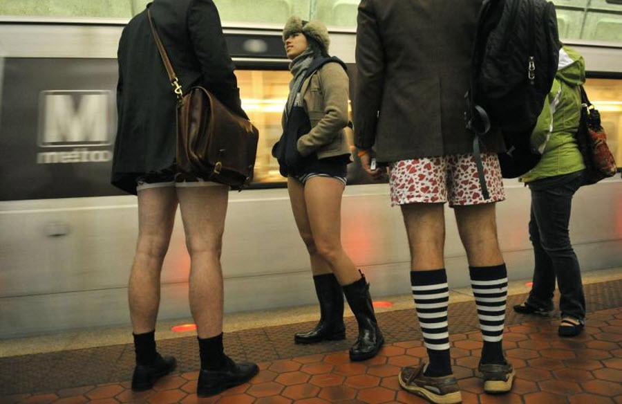 Описалась в метро, зрелые волосатые полные порно