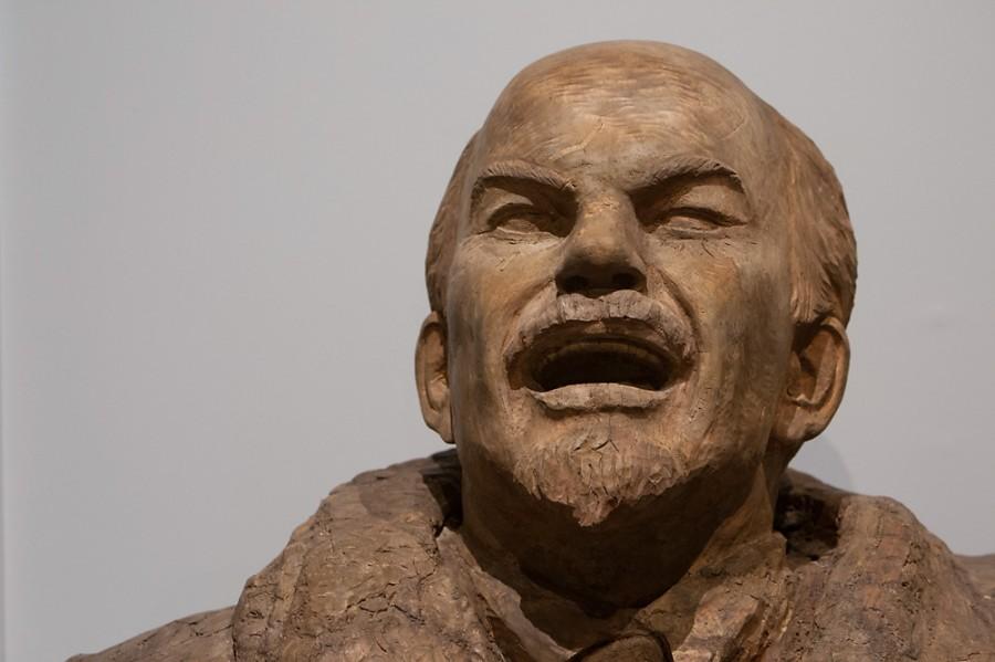 Коммунисты, хватит издеваться над Вождем !
