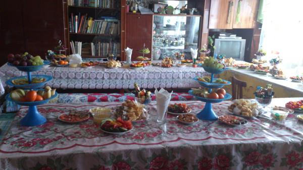 Татарский Аш:порядок и ассортимент блюд на столе.