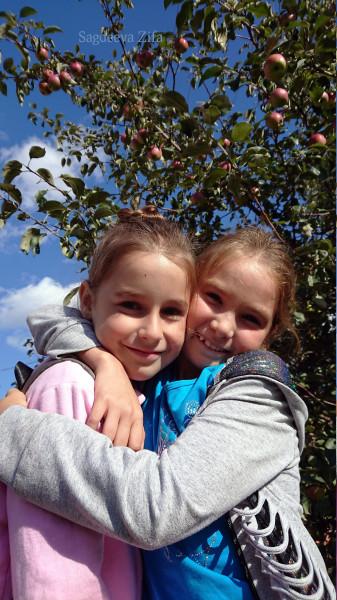 1 Эмилия и Дина.jpg