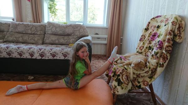 Как правильно тянуть продольный шпагат от стула?) IMG-20200125-WA0015.jpg