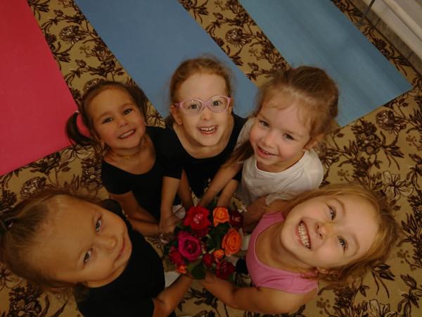 Букет роз и букет девочек :)