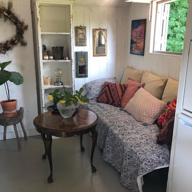 cottage_interior.jpg