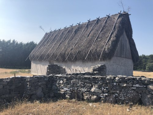 thatched_roof_oldhouse.jpg