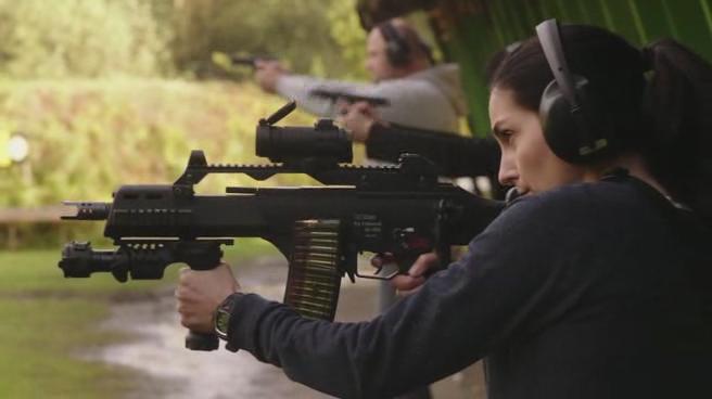 Johan Falk Organizatsija Karayan girl with gun