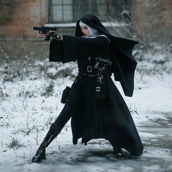 монашка с пистолетами