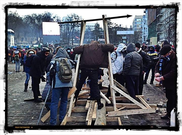 Катапульта на улице Грушевского, беспорядки в Киеве